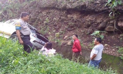 Hilux Masuk Got di Jalan Trans Sulawesi, Begini Kronologisnya