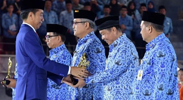 Walikota Bitung terima penghargaan dari Joko Widodo