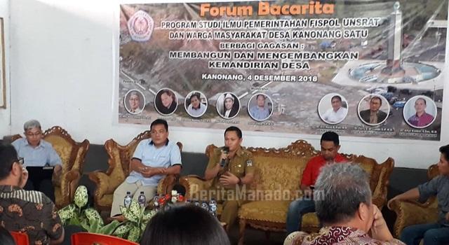 Hukum Tua Lucky Kasenda saat memberikan uraian singkat tentang Desa Kanonang Satu
