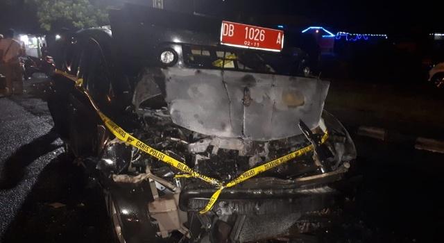 Kondisi mobil dinas usai menabrak tronton dan terbakar