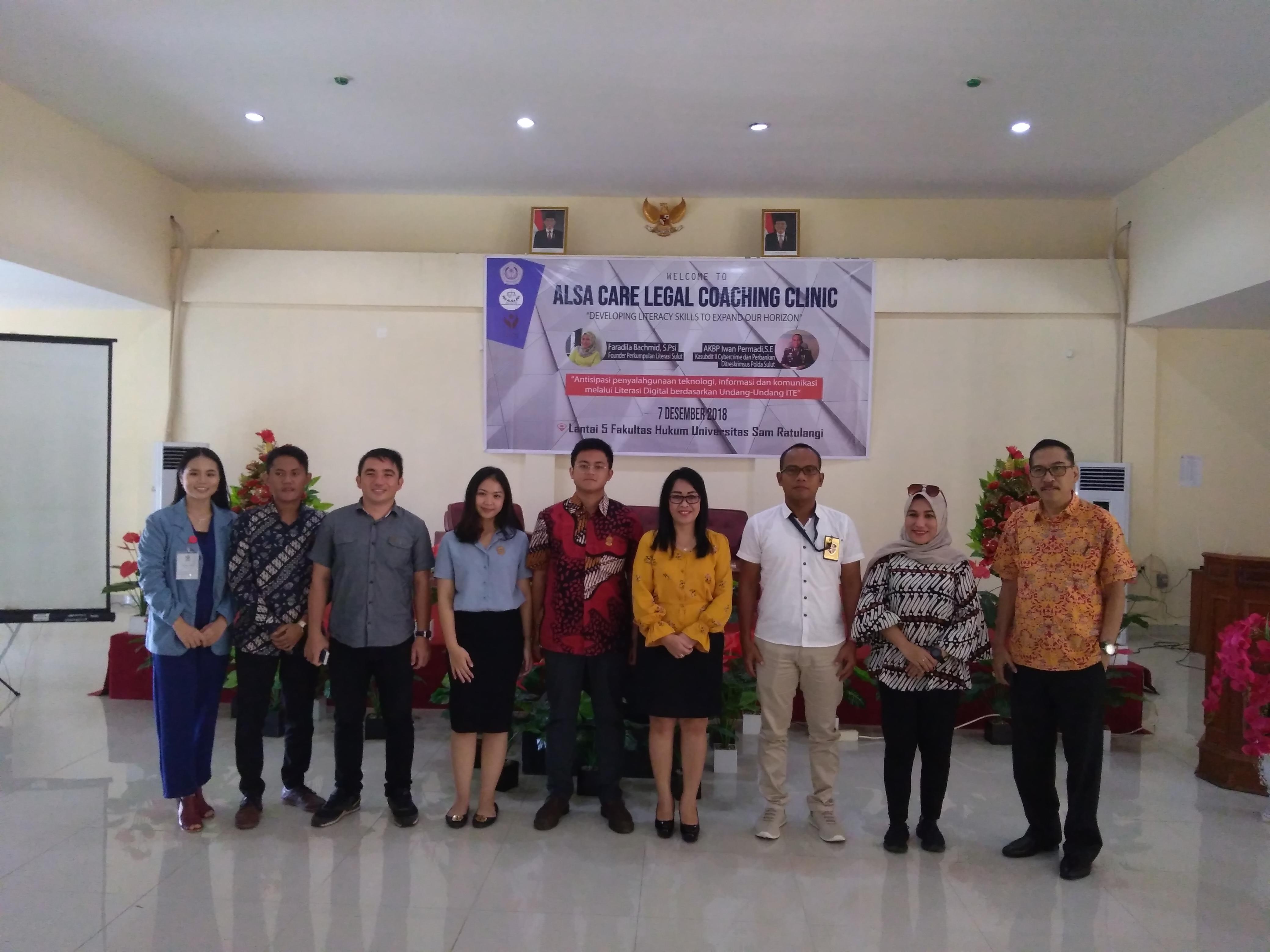 Foto Bersama Dekan, Pembicara, dan jajarang kepengurudan ALSA