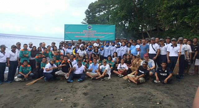 Foto Setelah Selesai Melaksanakan Bersih Pantai