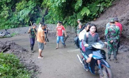 Sempat Longsor, Warga Kerja Bakti Buka Akses Jalan Malola-Motoling