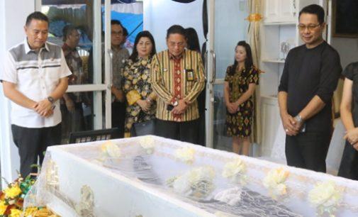 Wali Kota Tomohon Melayat ke Rumah Duka Kadis Sosial