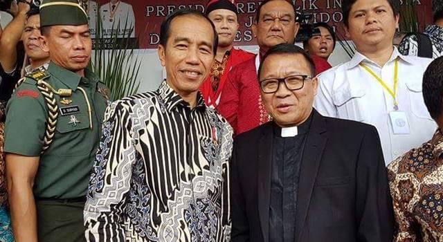Pdt Lucky Rumopa bersama Presiden Joko WIdodo
