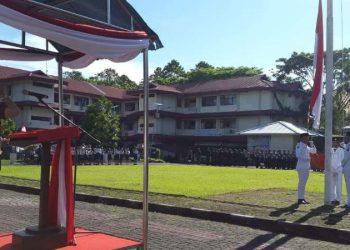 Kajari Rustiningsih SH MSi bertindak sebagai inspektur upacara.