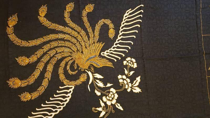 Batik motif burung terbang ke taman