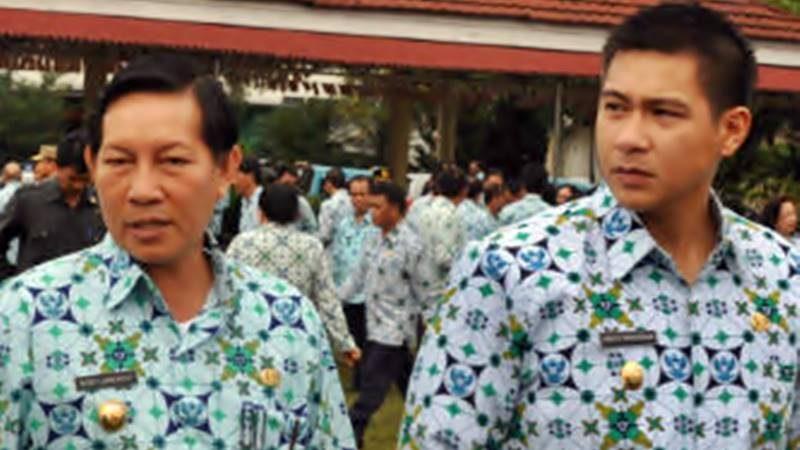 Harley Mangindaan saat menjabat Wakil Wali Kota Manado periode 2010-2015 bersama Wali Kota Manado saat itu, Dr Vicky Lumentut