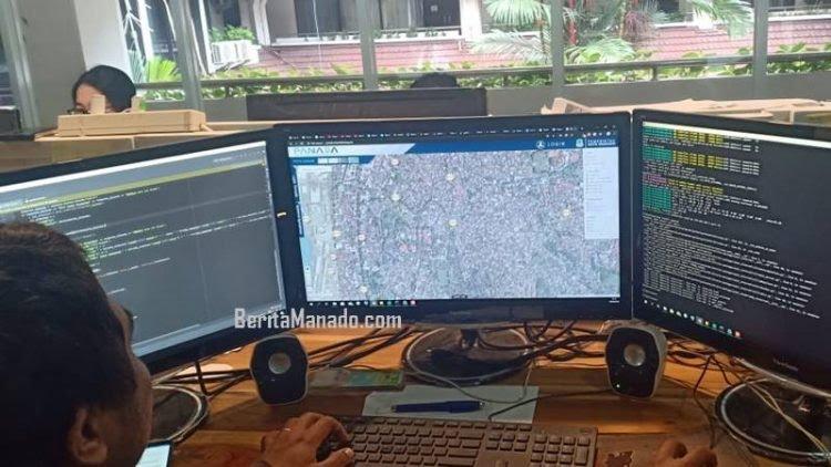 Operator mengoperasikan aplikasi Panada