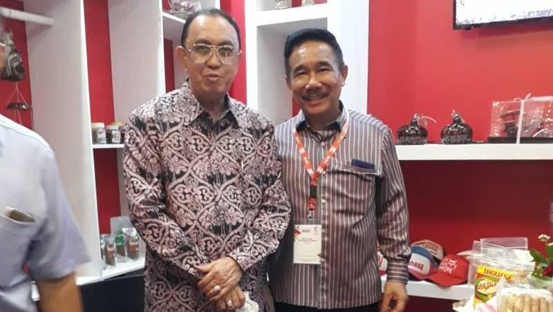 Hangky Gerungan bersama Bupati Minahasa Roy Roring