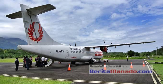 Pesawat ATR72-500 Wings Air di Bandara Udara Naha, Sangihe