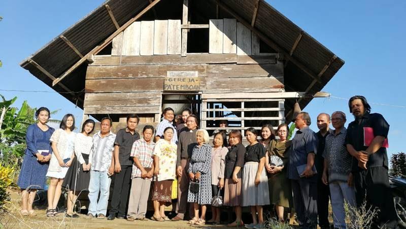 Set syuting Gereja Patemboan di Dusun Pelita, Minahasa Selatan