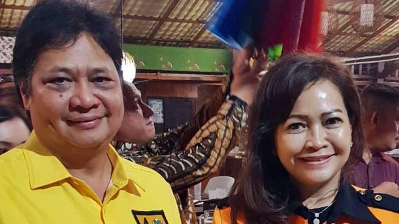 Ir Airlangga Hartarto MBA MMT dan Dra Christiana Vicolina Pusung, MS