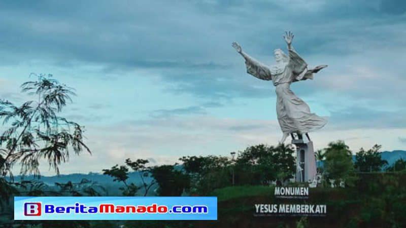 Salah satu spot pengambilan foto patung Yesus Memberkati dari puncak Citraland Manado