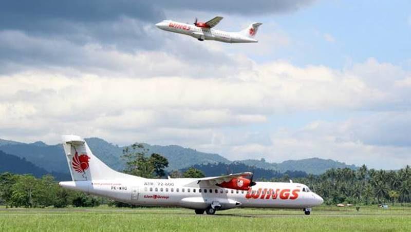 Wings Air di Bandar Udara Internasional Sam Ratulangi dengan pesawat ATR 72-600. Foto oleh: Bayu Agus Wibowo.