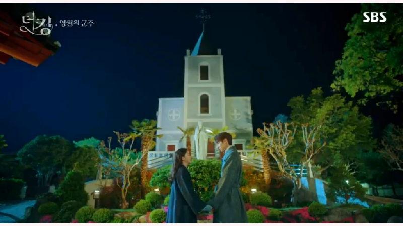 The King: Eternal Monarch Genre: Historical, Fantasy, Romance Episodes: 16 Broadcast network: SBS Tayang: 17 April-13 Juni 2020