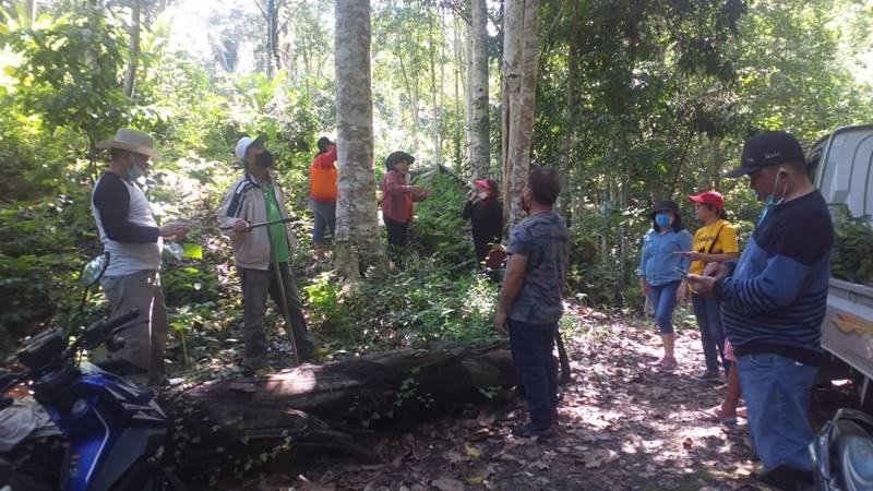 Pelayan khusus GMIM Imanuel Koya melaksanakan kegiatan penghijauan (foto ist).
