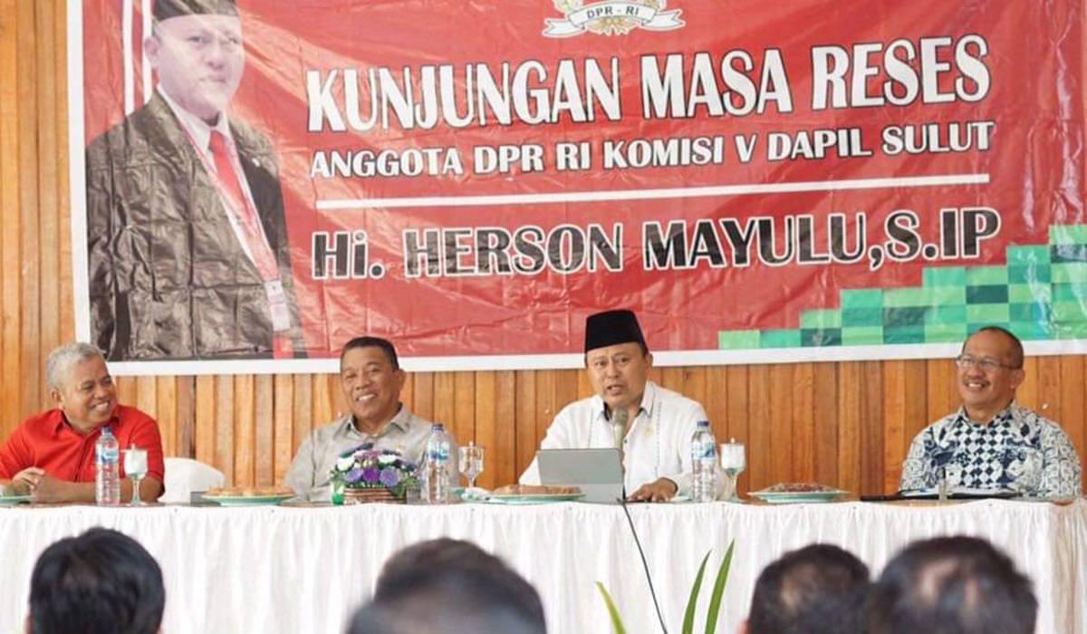 Hi Herson Mayulu disela-sela pelaksanaan reses di Kabupaten Bolmut, tahun 2019 lalu.